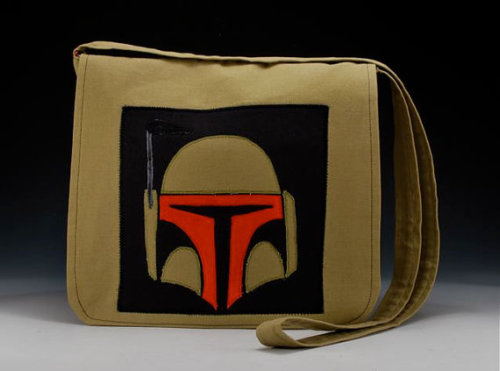 itsalltemporary:  purple-lightsaber:  LOVE this handmade Boba Fett messenger bag. Buy it on Etsy!  Most of the time I am ok with not having a credit card, but there are times (times like this, for example) when I am not a fan of being credit card-less.