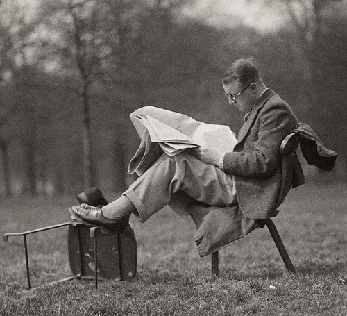 Man reading at lunch time, Hyde Park, London 1934, by E.O. Hoppe
