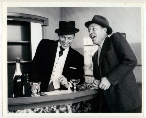 hollyhocksandtulips:  Frank Sinatra and Bing Crosby rrrick:  (grooveland)