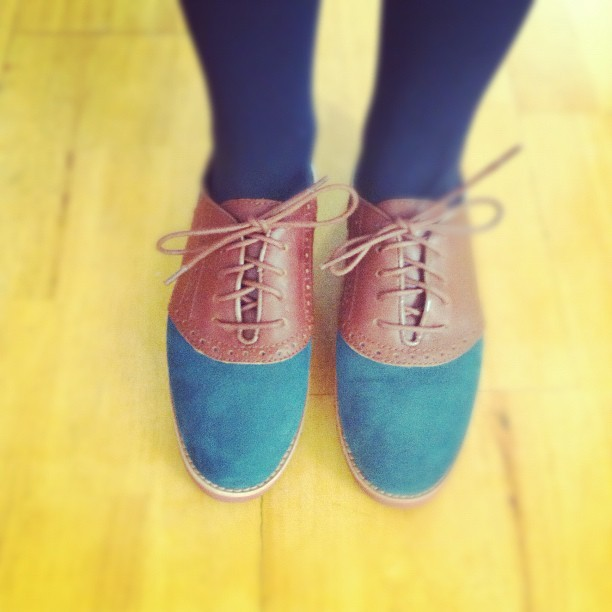 Suede + leather oxfords by Bass. Bringing old school back! Where are our backpacks and notebooks??