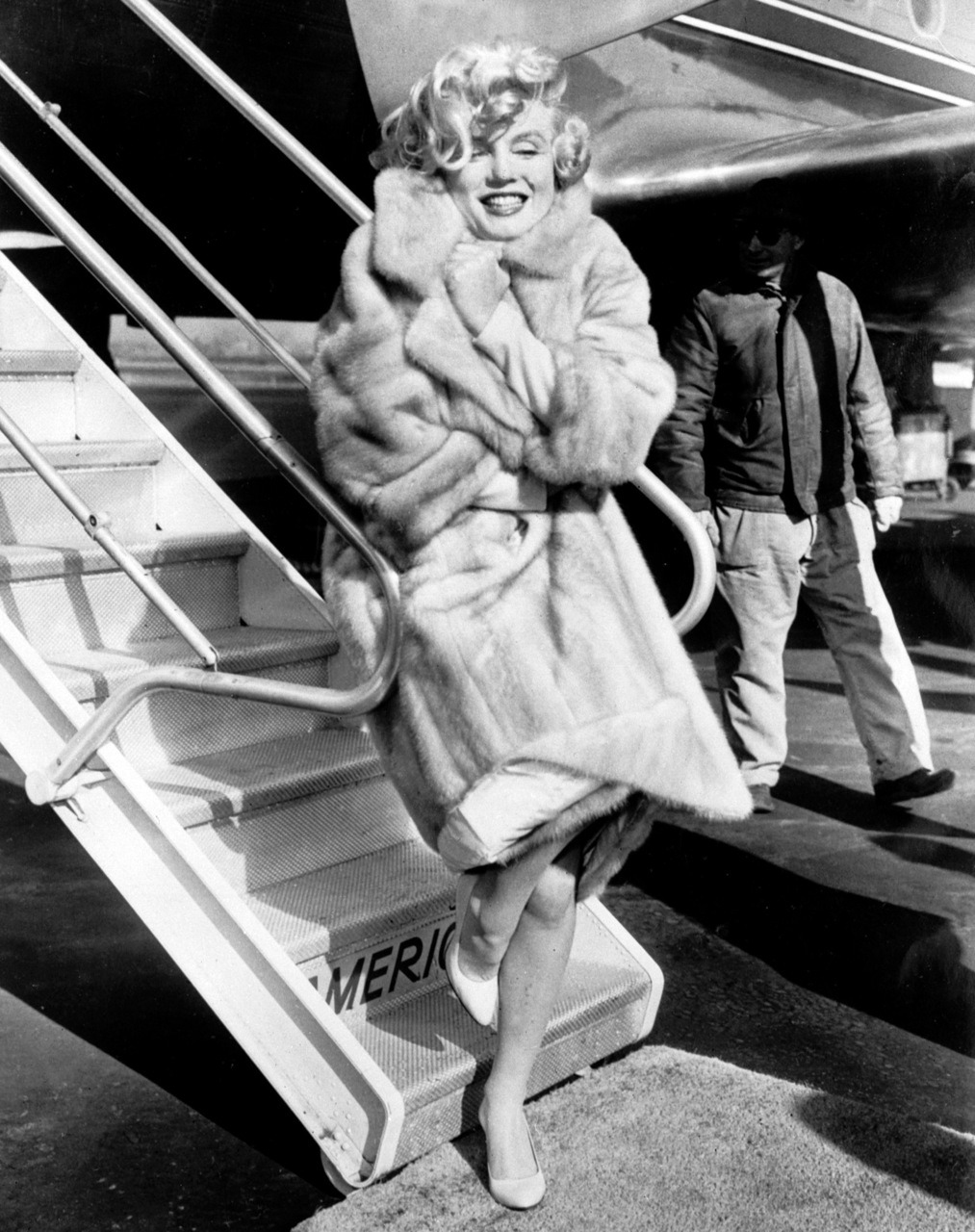 marilynfacts:   Marilyn posing at La Guarda Airport, 1959.
