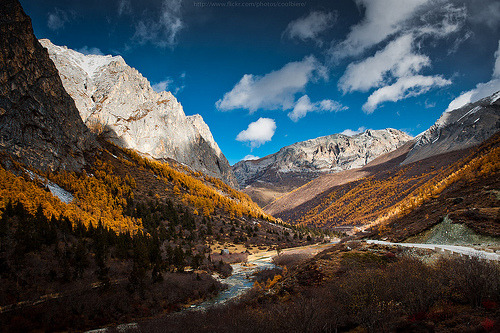lori-rocks:   Autumn view of Yading  By CoolbieRe