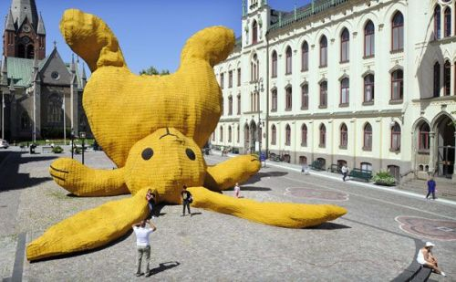 Big. Yellow. Rabbit. That is all.