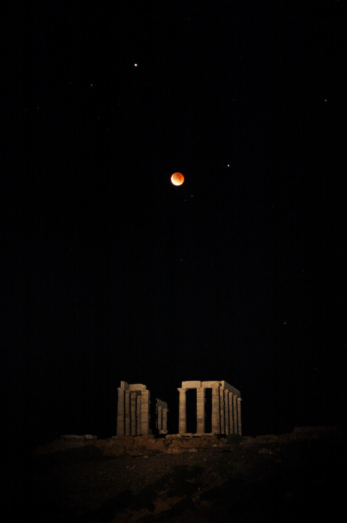 cwnl:  Totality over the Temple of Poseidon at Sounion Copyright: Anthony Ayiomamitis