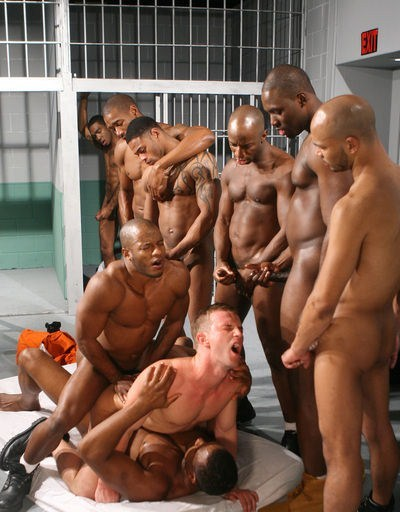 brutewoodcorrectional:  Fun on Cell Block F   Hoy fuck