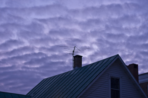 manicpixiedreamsquirrel:  195/365 The sky was unreal tonight. In a deflated, hollow sort of mental state right now. Pining for home and for sleep. This is going to be a long week.