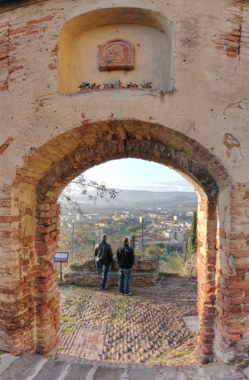 "Chris and I have taken a boat-load of panoramic photos of Certaldo, Tuscany, Italy, and the World over the last few weeks.  This is us at the Roman Gate or ""Porte del Sole"" (Door of the Sun) of Certaldo Alto looking out at Basso.  Its been a blast.  To see this pano and with links to others we have taken, follow the link. http://www.360cities.net/profile/italyintensives/image/porta-del-sole#297.74,1.77,70.0 If you want to go to the Italy Intensives page on 360cities.net to see a list of ALL the panos, here is a quick link. http://www.360cities.net/profile/italyintensives More to Come!"