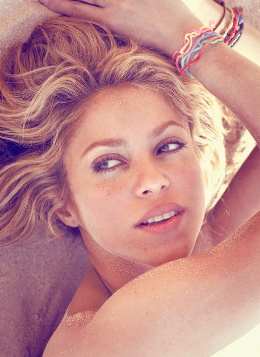 "SHAKIRA SHAKES IT UP, MAYBE YOU SHOULD TOO New Year, new look: More than a few of us are probably mulling overthe idea of unveiling a drastic new hairstyle on NYE—and it seems likeShakira was too: ""Just in time for the holidays, Shakira debuted a new'do on Twitter,"" reported People's StyleWatch earlier this week. ""TheColombian singer, on holiday in Barcelona, popped into a salon andchopped several inches off of her hair."" She's not the only celeb togo short recently: her ""sharp bob and fringe-y bangs [are] similar toKaty Perry's new cut."" These head-turning fresh and flattering lookscould also be the new you.Shakira's New Do Photo via Sunphoto.ro"