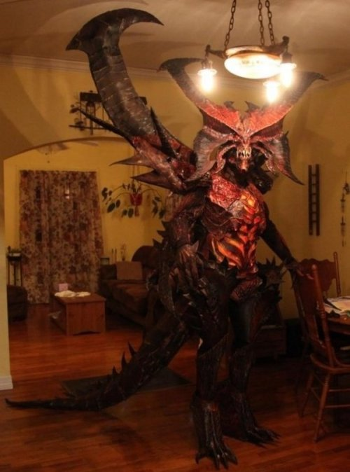 Incredible Diablo III Cosplay The Lord of Terror is never late for a dinner party.