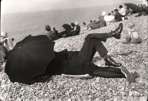 sugarmeows:  Henri Cartier-Bresson, Dieppe, France, 1926