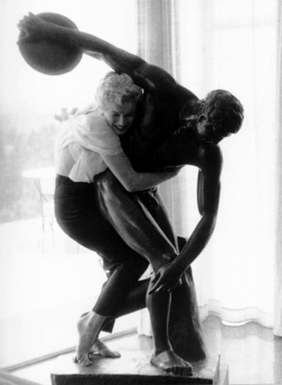 retrogasm:  Marilyn and the Discus Thrower… kinky…
