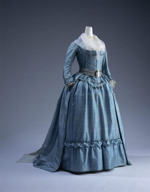 Robe à l'anglaise, ca 1785 France, KCI This looks like something Francisco de Goya would have painted.