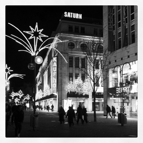 First Black and white #cologne #köln #xmas #christmas #schildergasse #lights  #night #shopping #bw #blackwhite (Taken with instagram)