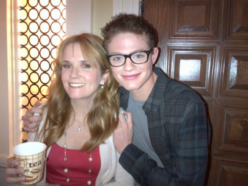 ttps-klaine-and-bemmett:  Sean Berdy and Lea Thomson.  Via @goconstance   The sweet @LeaKThompson and @SeanBerdy !! Wait?! New couple??? Hmmmmmm? @ABCFsab #SwitchedatBirth yfrog.com/kggzvpkrj  How cute is he in glasses??!!!
