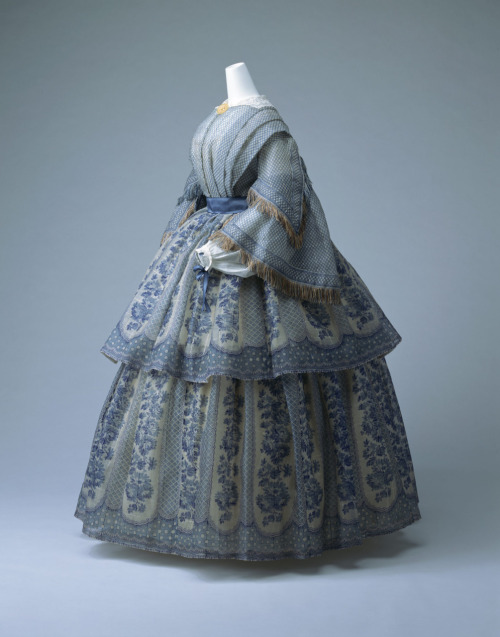 Day dress, ca 1855 England, KCI