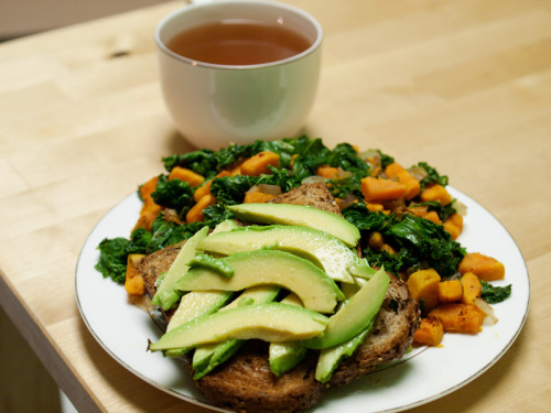 Dinner Sweet potato and kale hash: 350 calories Slice of whole grain bread: 70 calories 1/2 small avocado: 80 calories Oolong tea Total: 500 calories Snack Apple: 80 calories Day Total: ~1,650 calories