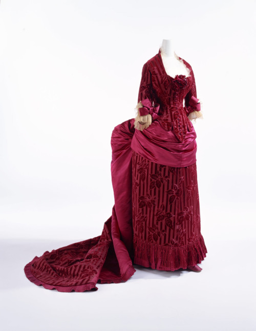 Dinner dress by Worth, ca 1883 Paris, KCI