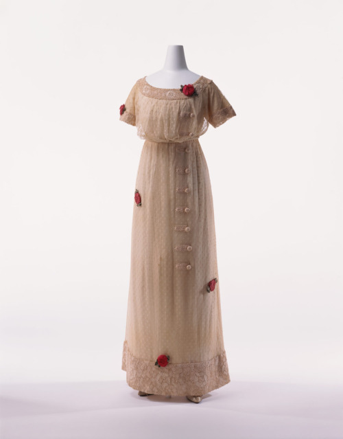 Day dress, ca 1909, KCI