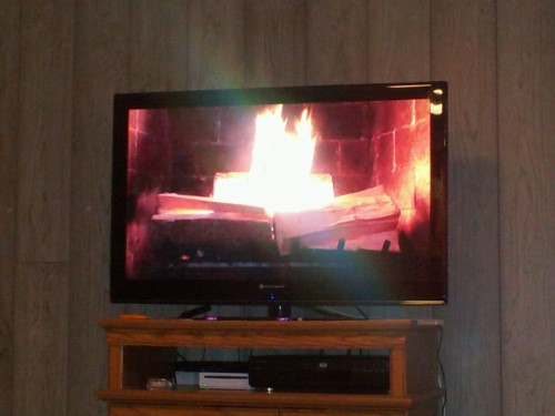 YULE LOG!!!!!!! leeseisfabulouss:  Did y'all know there's a fireplace on Netflix instant?