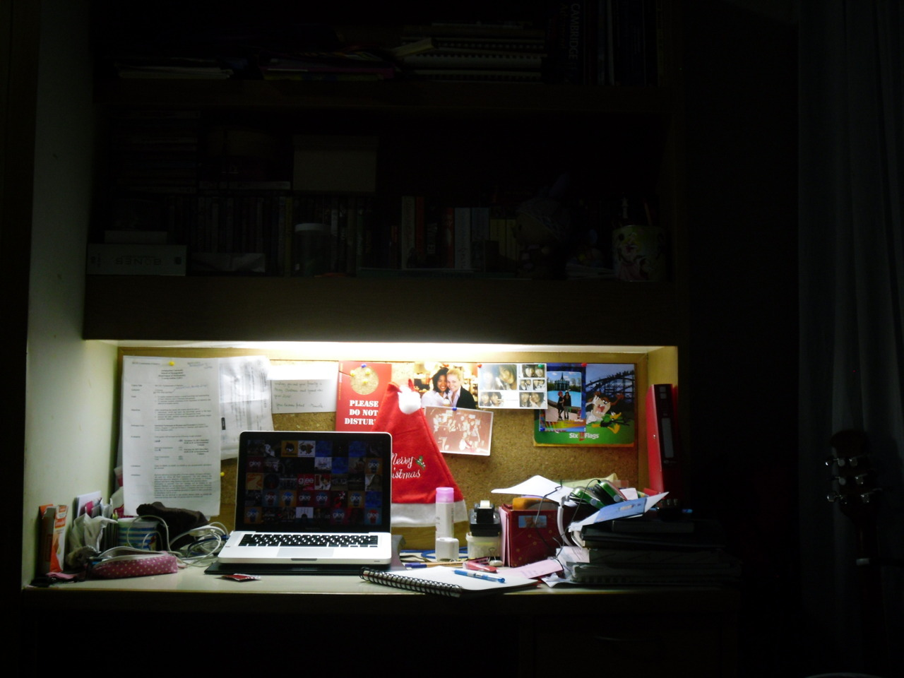 pacharapoob:  my desk couldnt be more mess lol.