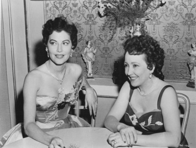 theniftyfifties:  Ava Gardner and Claudette Colbert, 1950s.