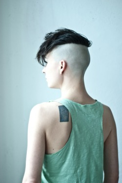 boysareamazing:  I enjoy the strategically cut bald.  its gorgeous on her elo… but i saw a guy the other day who was actually balding, like receding- half a head bald from the other end (compared to her) and then the back gelled like crazy, sticking up like goku. it was quite bad but interesting to look at