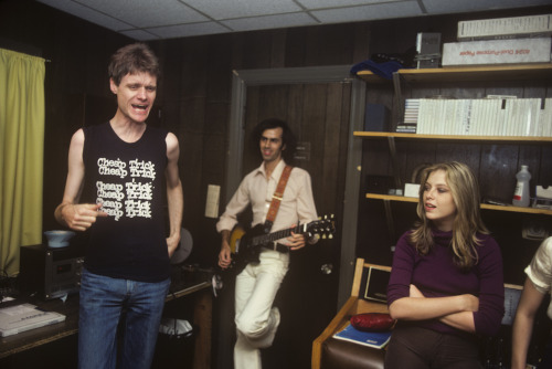 Kim Fowley does his dog dance while Cindy Collins from The Orchids soaks up the magic! Photo by Brad Elterman