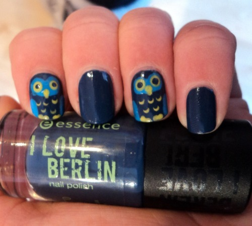 unasdearte:  owl nails.  Great color choice!
