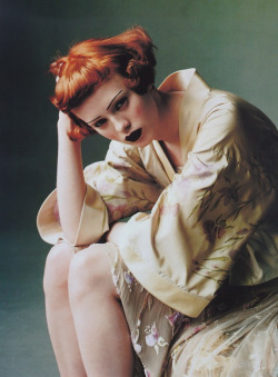(total perfection! karen elson in kimono: source unknown)