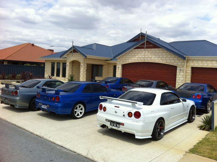 tristenislame:  Never enough skylines.  Some of the Western Australia club members gathering up for a cruise a few years ago. Something like 4x VS2's, 2x Nur's and 1 M-spec Nur from memory.
