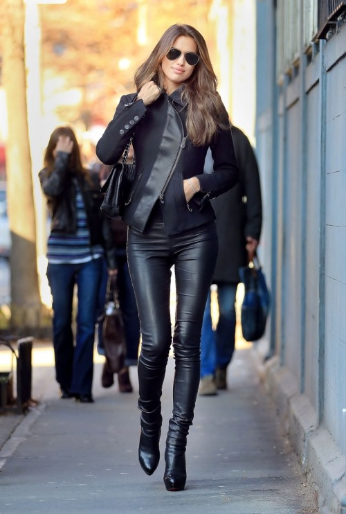 artdecochic:  All leather up!!