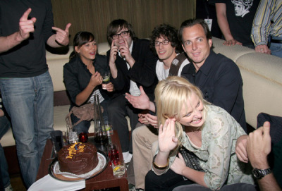 awesomepeoplehangingouttogether:  Rashida Jones, Ben Gibbard, Andy Samberg, Will Arnett and Amy Poehler