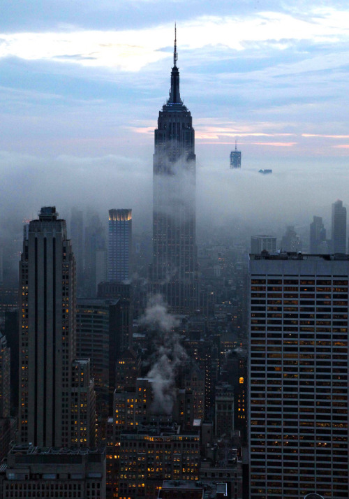 shawndeeindahouse:  theabsolution:   Empire State Building, New York City   New York is Where I want to be