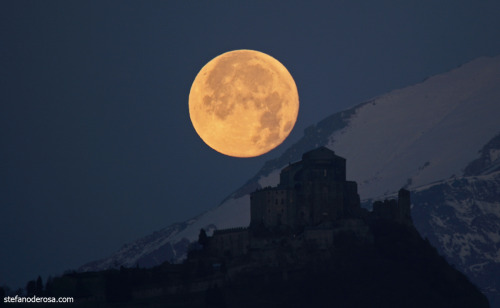 Post-eclipse Full Moon setting  Copyright: Stefano De Rosa