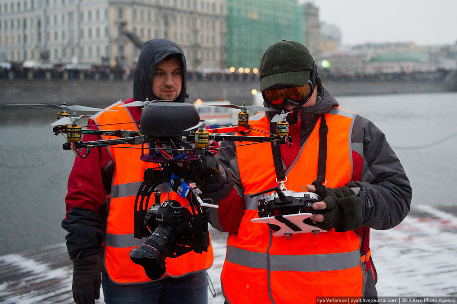 Interesting rig for photographing the Russian protests here are the photos taken with it