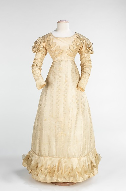 Wedding dress, 1824 US, the Met Museum