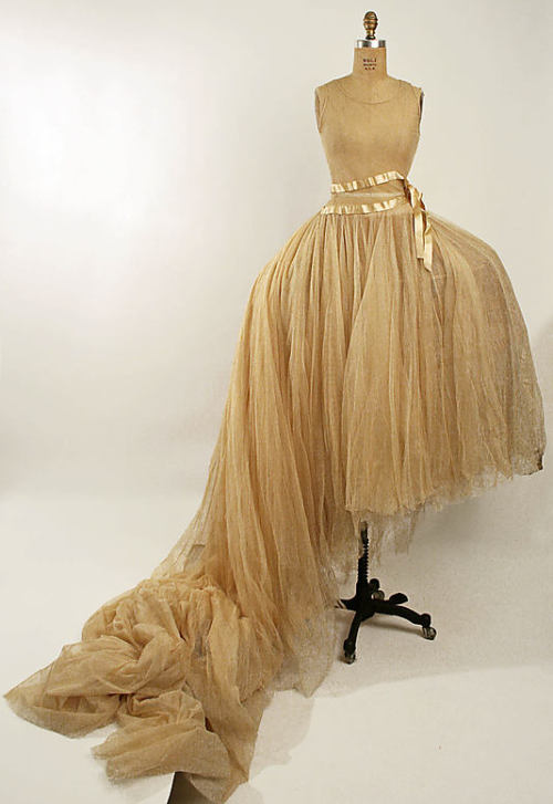 Wedding dress, 1920's (?) US, the Met Museum Panniers: