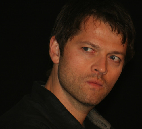 happy-to-bleed:  marthawinches:  misha is angry, handsome anyway  dead