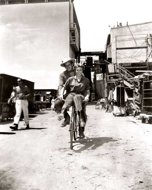 Charlton Heston and Jan Sterling ride a bike.