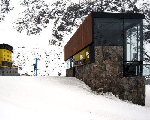 theblackworkshop:  dRN Architects - Hotel Portillo   Check reflection of ski lift in window