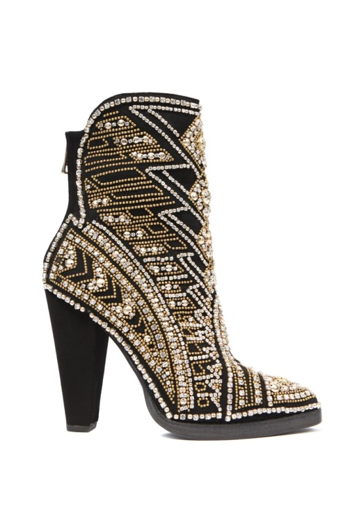 honeyisafashionaddict:  Oh dear, whyyyy do I loves the bling? I want the shiny boooots!  Balmain S/S 2012 Source: Fashionising.com