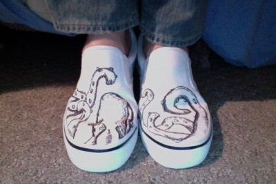 niccobuildings:  I JUST DREW THESE OCTOPUS SHOES… I am so excited!!!! I saw a pair of shoes like this on tumblr and immediately grabbed my keys to get some white shoes and did THIS!  Part of being creative and feeling creative comes from surrounding yourself with creative people. For me, Nicco is one of those people. I don't see him as often as I would like, but his mind and incorporation of visual art into everyday life inspires me. (And makes me smile.)
