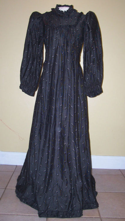 Maternity dress, 1890's Found through All the Pretty Dresses