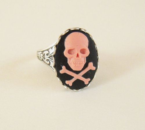 girly skull ring