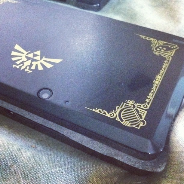 Detail of the Limited Ed. Zelda 25th Anniversary #nintendo #3DS 😍 (Taken with instagram)