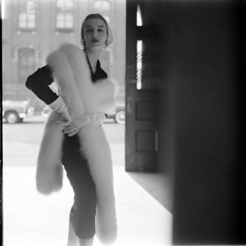 wehadfacesthen:  1950s fashion, photo by Gordon Parks via hoodoothatvoodoo