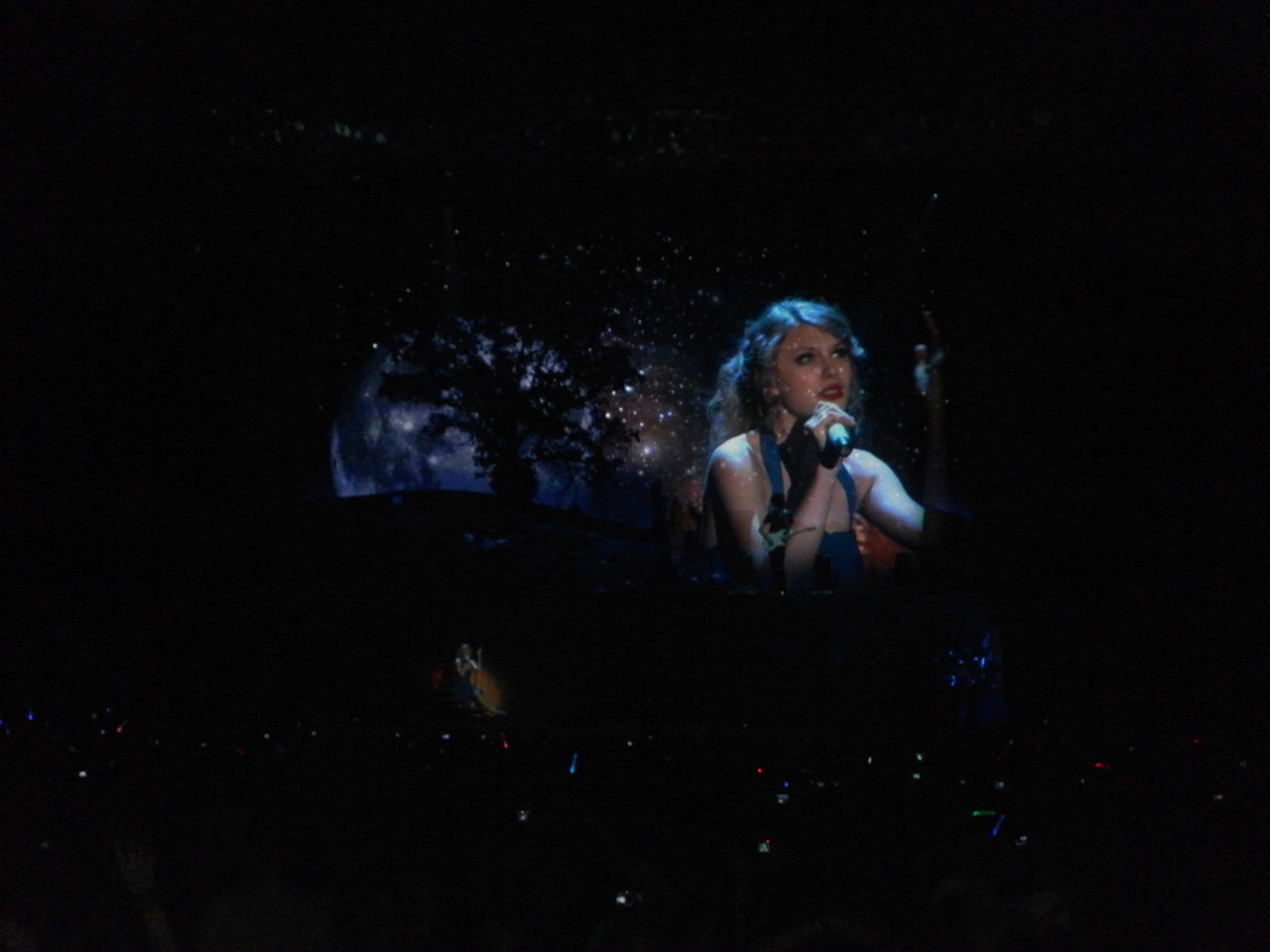 Happy Birthday Taylor Swift. I was Enchanted to meet you the 30th of March 2011 in London! You are amazing!