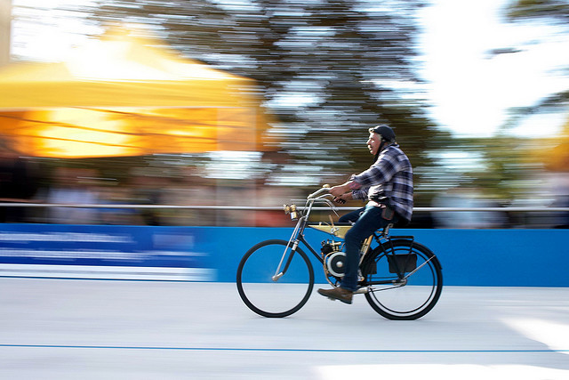 Moped on Flickr. A antique bike turns his laps on a velodrome in Darmstadt (Germany). This photo was taken with a Sigma DP2 at summer 2010. Oldtimer-Rennen auf der Radrennbahn in Darmstadt 2010. Aufgenommen mit der Sigma DP2