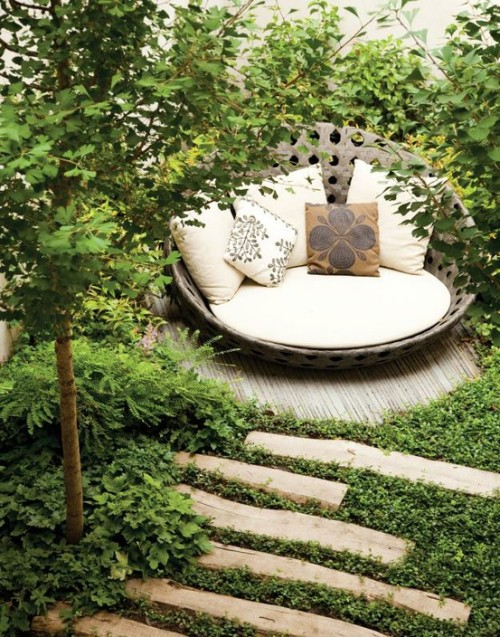 bohemiangardens:  love that chair