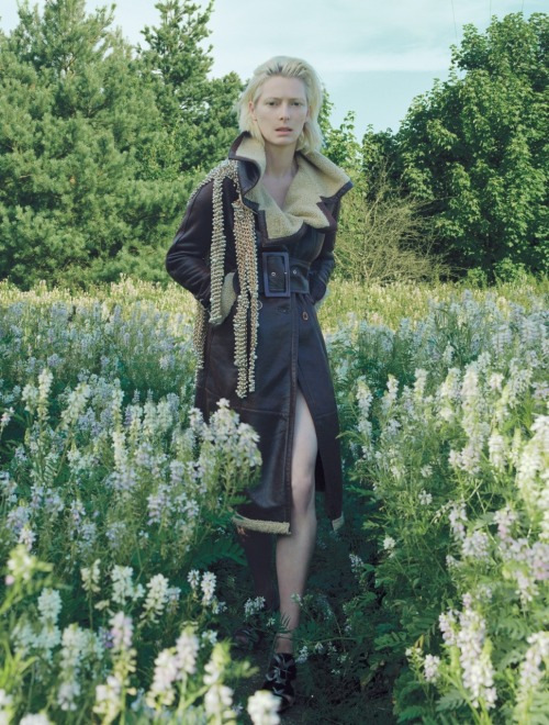 thedoppelganger:  Magazine: Vogue UK December 2005Photographer: Corinne Day Model: Tilda Swinton